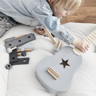 kids concept gitaar grijs voorbeeld